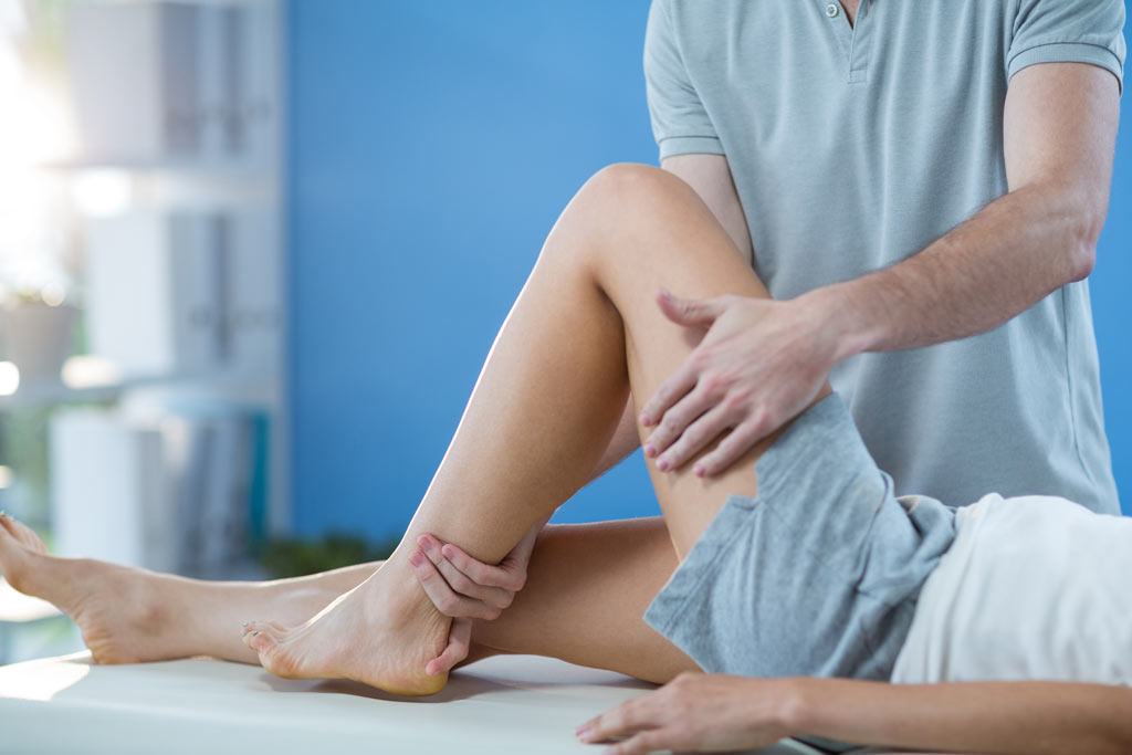 osteopathic-knee-massage-female-patient
